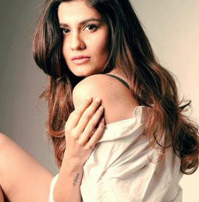 Shreya Dhanwanthary Instagram